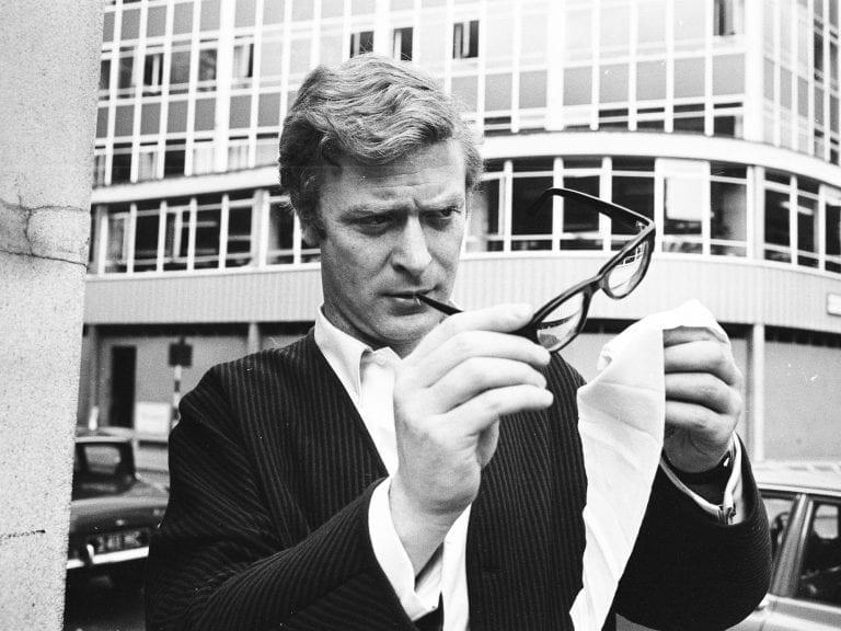 Michael Caine | 第一位戴近視眼鏡的超級特工