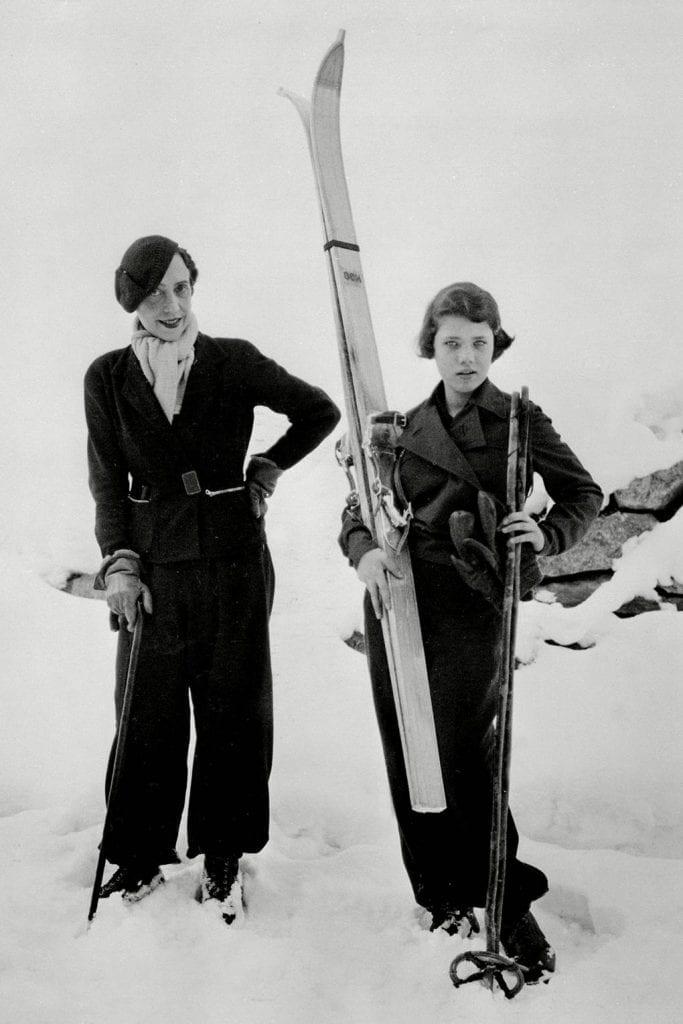 在St.Moritz,Schiaparelli和女儿Gogo在滑雪