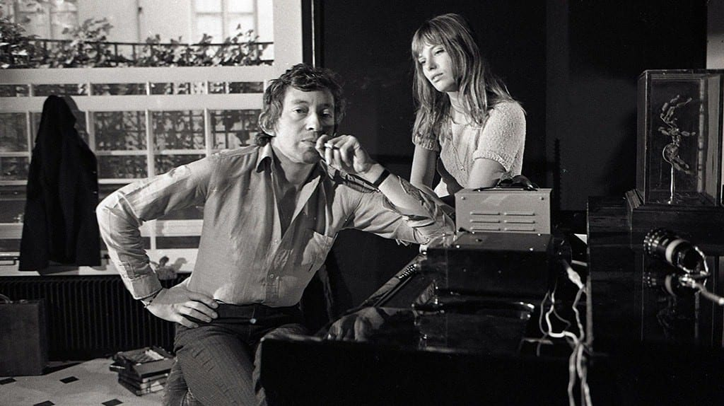 Serge Gainsbourg (1928-1991) and Jane Birkin (1946-) around a piano. Photography by Kelaidites circa 1969 Art - various | © Kharbine-Tapabor/REX/Shutterstock